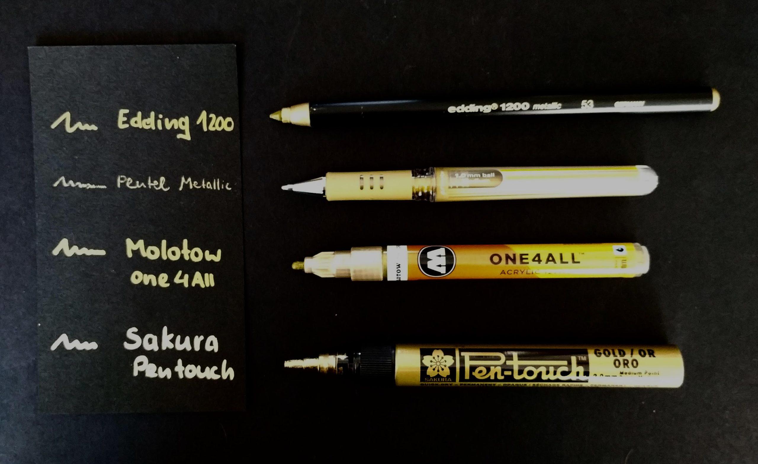 4 goldfarbene Lackmarker zum Lettering auf schwarzem Papier