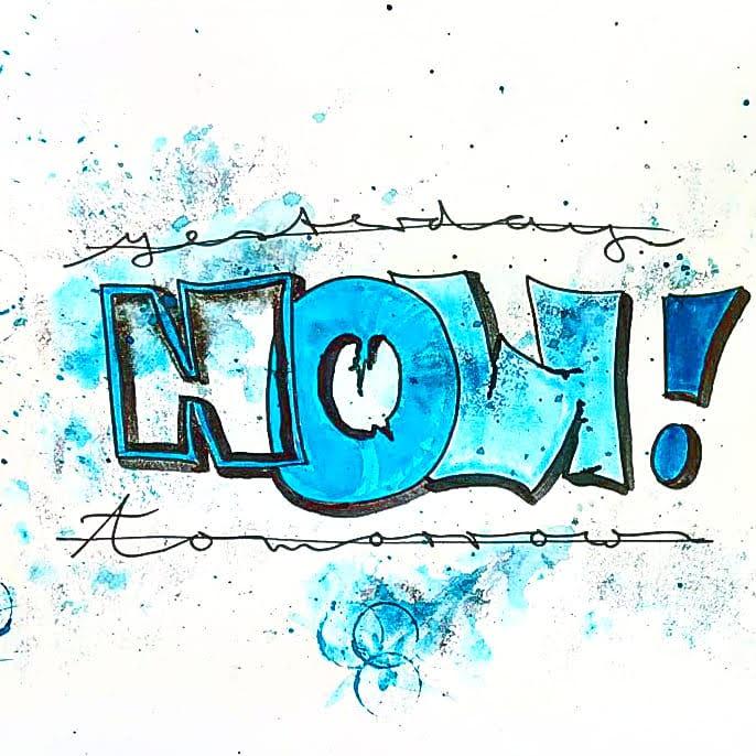Cooles Graffiti Lettering in Blautönen mit einem kurzen motivierendem Spruch NOW! und verschiedenen Handlettering Buchstaben & Stilen.